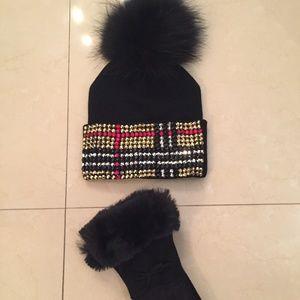 BRAND NEW* Real Fox Pom Hat & Matching Glove Set